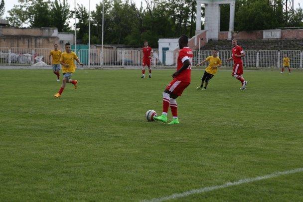 Матч дружбы: в Мариуполе дети-сироты сразились с профессиональными футболистами, фото-5