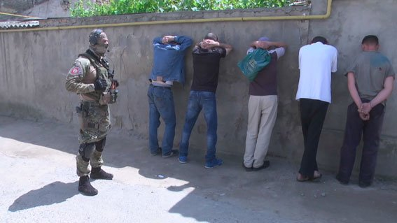 «Руки за голову, лицом к стене!»: В Одессе спецназ «накрыл» наркодельцов (ФОТО, ВИДЕО), фото-4