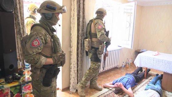 «Руки за голову, лицом к стене!»: В Одессе спецназ «накрыл» наркодельцов (ФОТО, ВИДЕО), фото-1