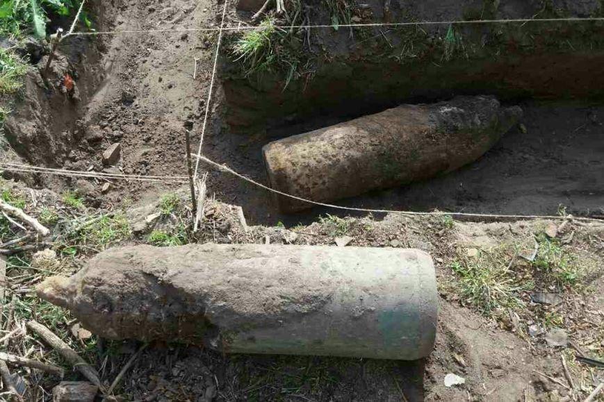 На Харьковщине во дворе частного дома нашли три авиационных снаряда (ФОТО), фото-2