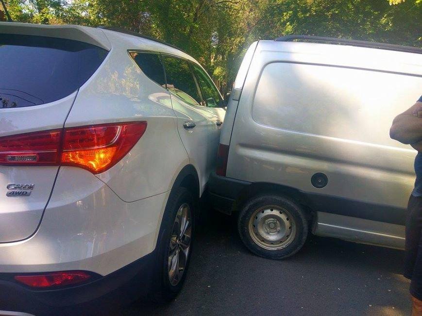 В Мариуполе на ул. Нильсена произошло ДТП (ФОТО), фото-1