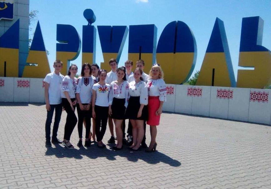 """Знак """"Мариуполь""""  на Донецкой трассе стал похож на вышиванку (ФОТО), фото-5"""