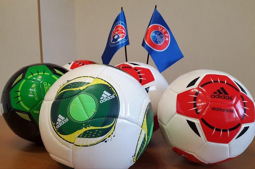 Крым получил 760 футбольных мячей от УЕФА (ФОТО), фото-3