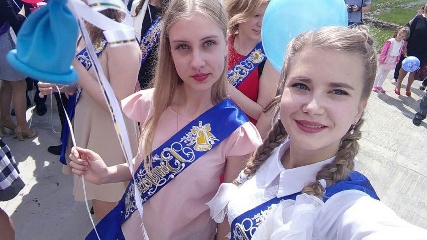 «Не забуду лицейские сырники», или  О чём грустили новополоцкие выпускницы на линейке?, фото-1
