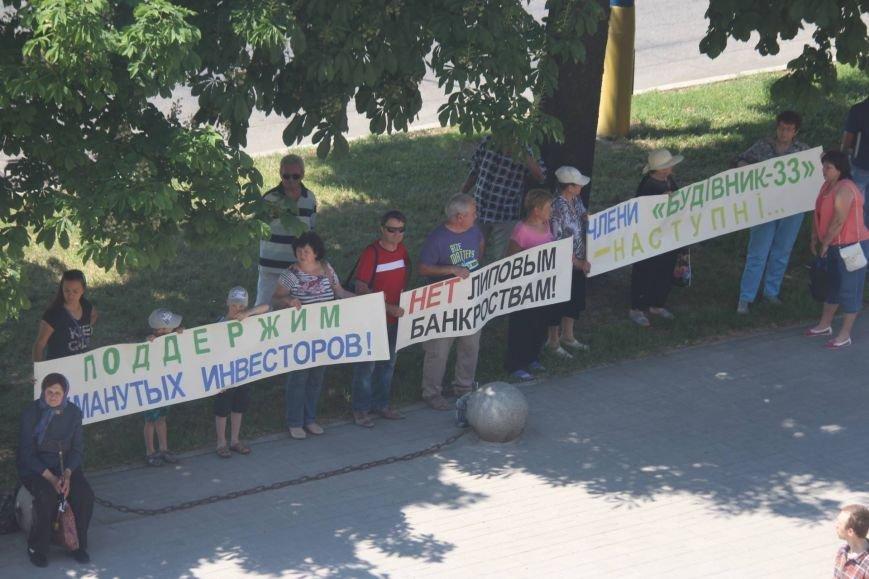 Под запорожской мэрией проходит митинг, участников не пустили на сессию, - ФОТО, ВИДЕО, фото-1