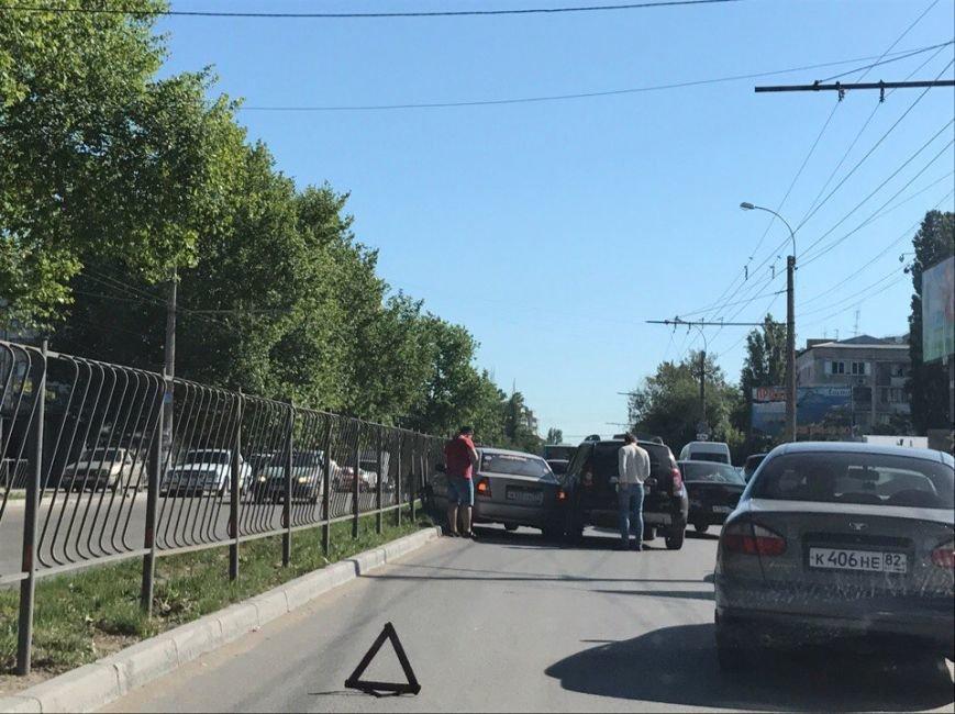 """В Симферополе внедорожник """"толкнул"""" легковушку в забор (ФОТО, ВИДЕО), фото-2"""