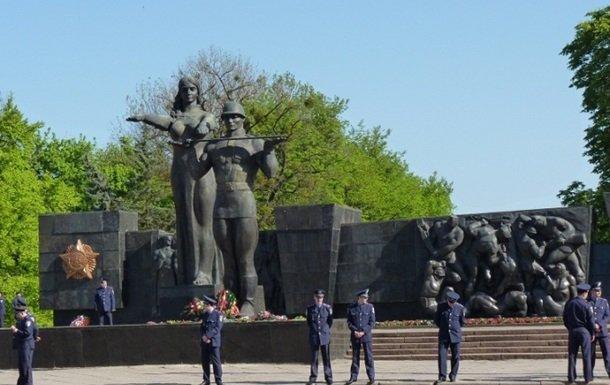 monument-slavi