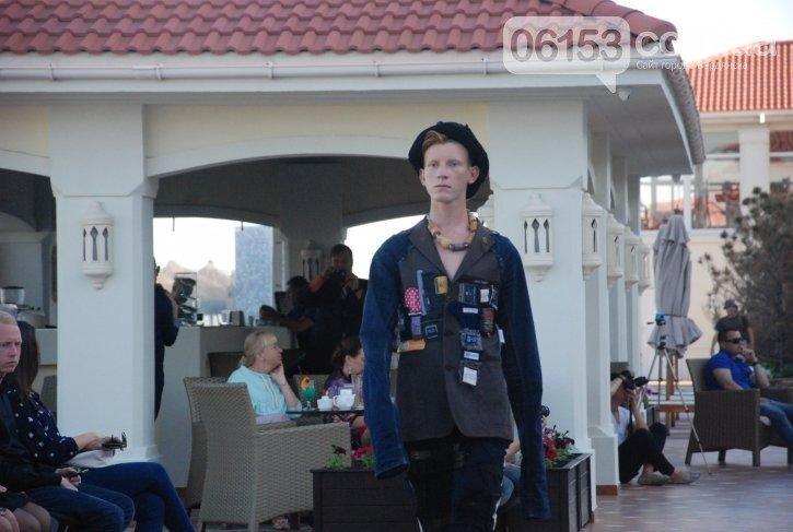 «Дура я дура» и Пикассо: в Бердянске прошел странный показ мод, - ФОТО, фото-7