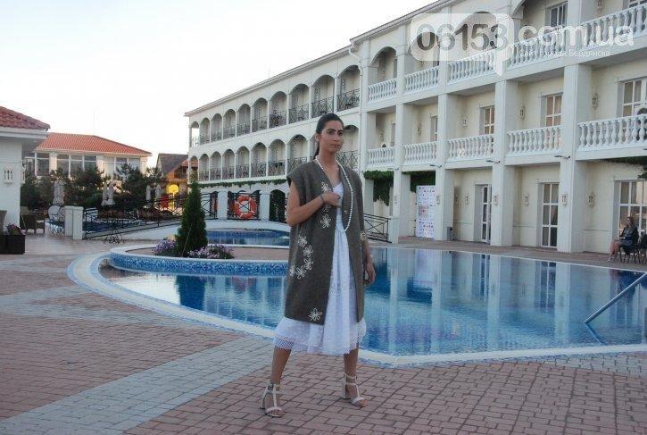 «Дура я дура» и Пикассо: в Бердянске прошел странный показ мод, - ФОТО, фото-11