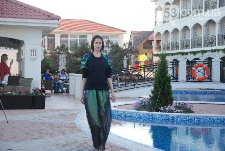 «Дура я дура» и Пикассо: в Бердянске прошел странный показ мод, - ФОТО, фото-4