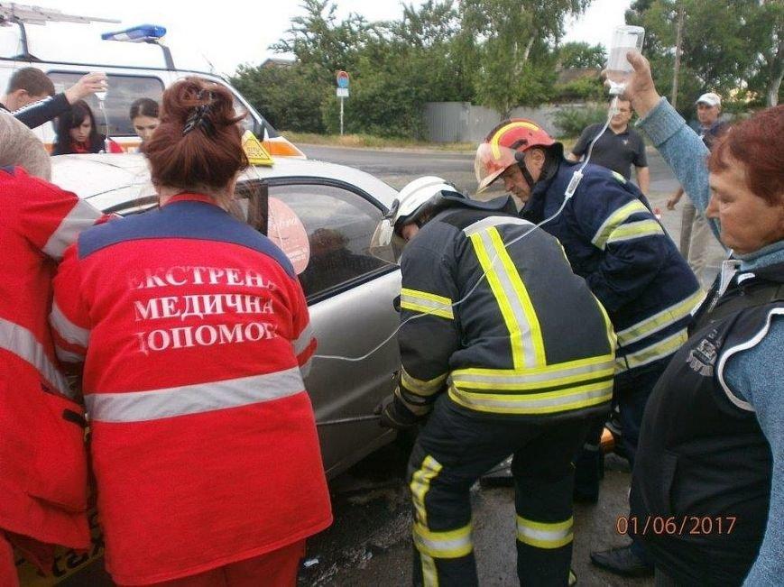 В страшной аварии на ул.Флотской пострадали таксист и его пассажирка (ФОТО), фото-1