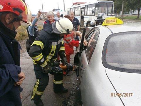 В страшной аварии на ул.Флотской пострадали таксист и его пассажирка (ФОТО), фото-2