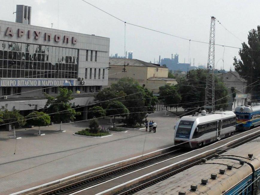 Прибытие поезда. На вокзале Мариуполя заметили современный вагон (Фотофакт), фото-1