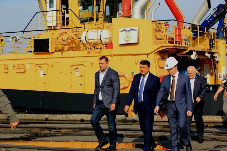Премьер-министр заложил камень в погрузочный терминал в Мариупольском порту (ФОТО), фото-13