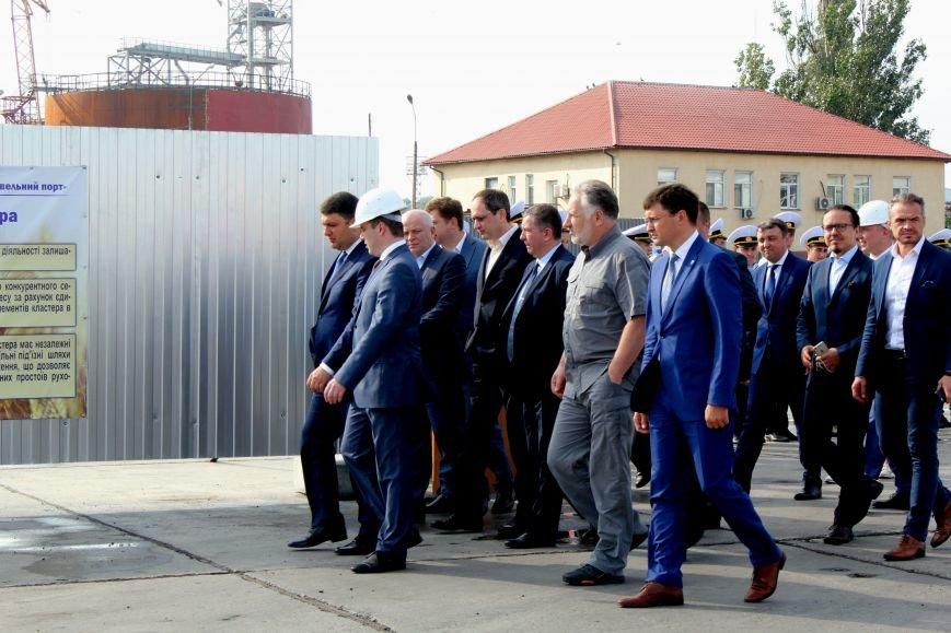 Премьер-министр заложил камень в погрузочный терминал в Мариупольском порту (ФОТО), фото-2