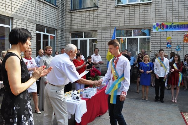 Банк «Південний» привітав дітей випускників НВО №3, фото-2