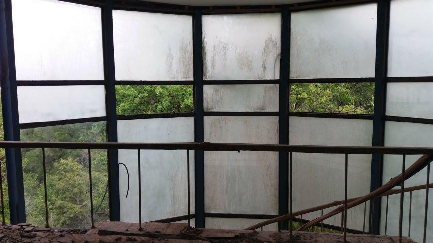 Разбитые окна и новая крыша: на запорожской Хортице бывшую VIP-дачу хотят превратить в учебный корпус академии, — ФОТОРЕПОРТАЖ, фото-9