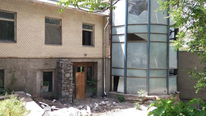 Разбитые окна и новая крыша: на запорожской Хортице бывшую VIP-дачу хотят превратить в учебный корпус академии, — ФОТОРЕПОРТАЖ, фото-13