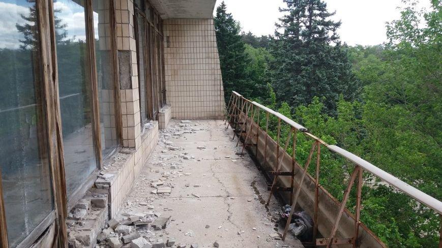 Разбитые окна и новая крыша: на запорожской Хортице бывшую VIP-дачу хотят превратить в учебный корпус академии, — ФОТОРЕПОРТАЖ, фото-10
