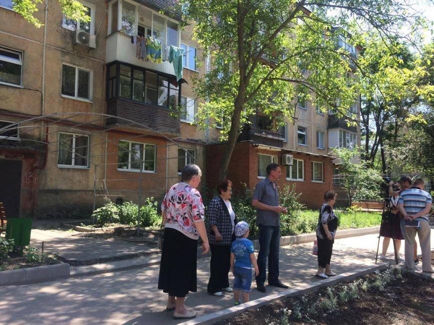 Жители ул. Кронштадской, 13 радуются новой крыше, песочнице-трансформеру и ОСМД (ФОТО), фото-2