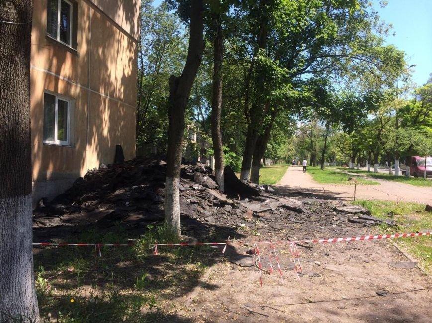 Жители ул. Кронштадской, 13 радуются новой крыше, песочнице-трансформеру и ОСМД (ФОТО), фото-1