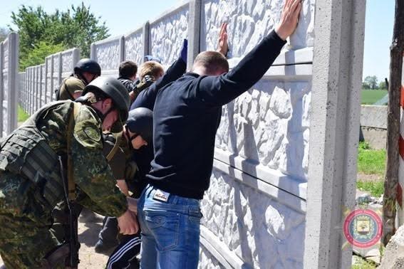 В Мариуполе полиция и Нацгвардия остановили прорыв диверсантов через блокпост (ФОТО), фото-8
