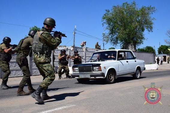 В Мариуполе полиция и Нацгвардия остановили прорыв диверсантов через блокпост (ФОТО), фото-5