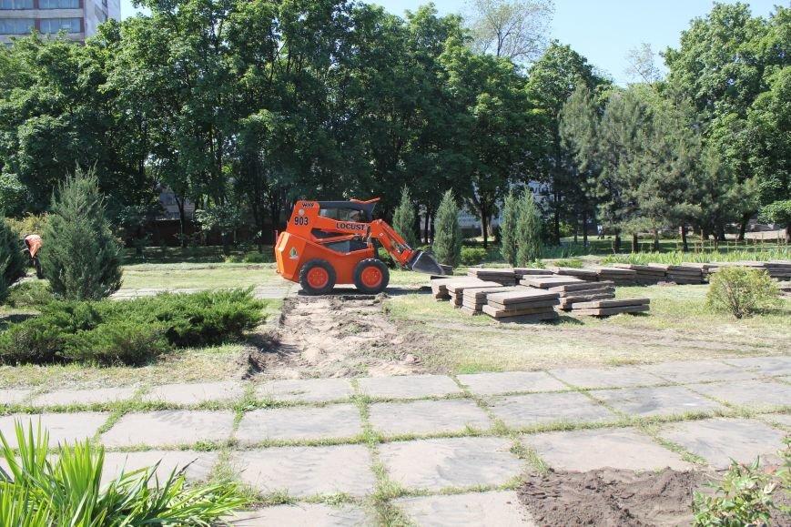 В центре Мариуполя начали ремонтировать площадь (ФОТО), фото-6