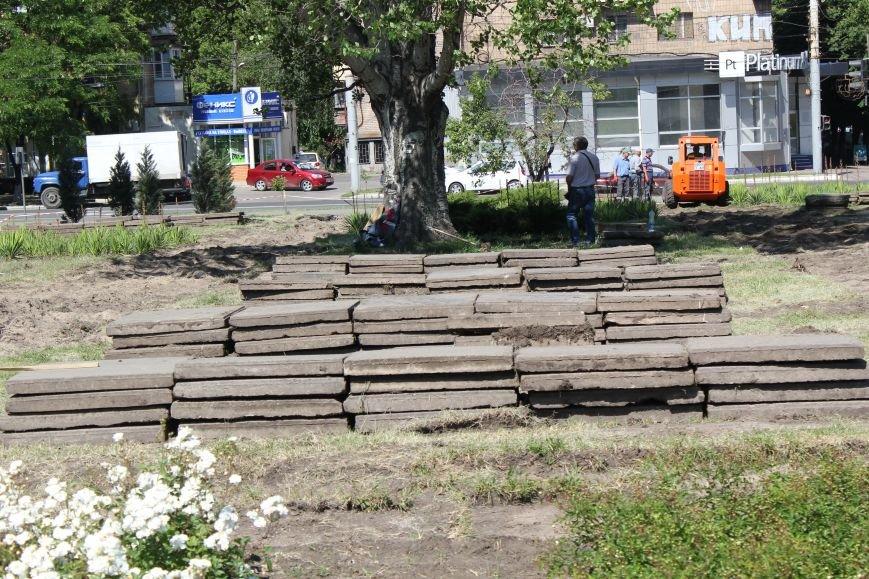 В центре Мариуполя начали ремонтировать площадь (ФОТО), фото-4