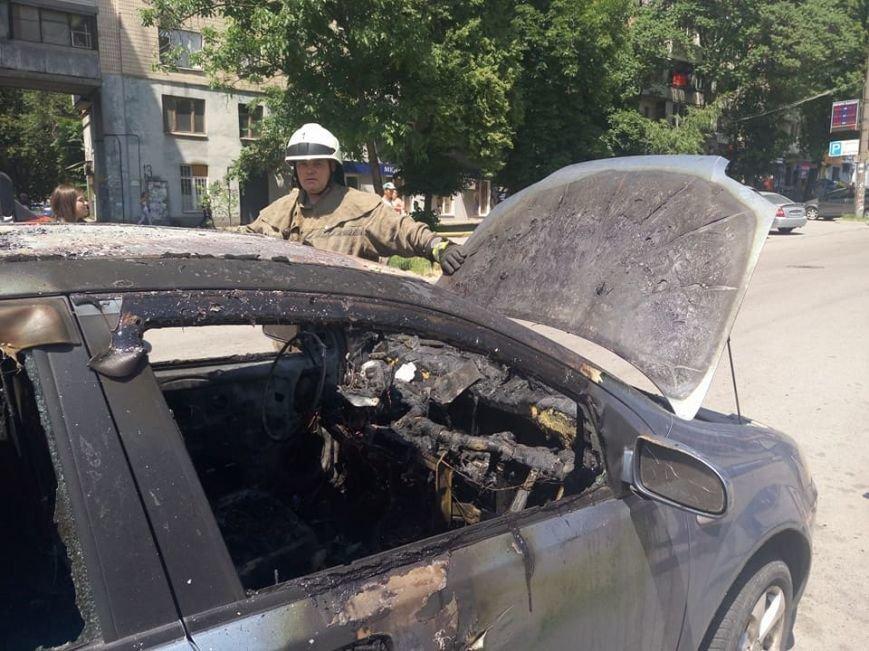 """В центре Запорожья, пока водитель была на рынке, сгорел """"Chevrolet"""", - ФОТО, фото-2"""