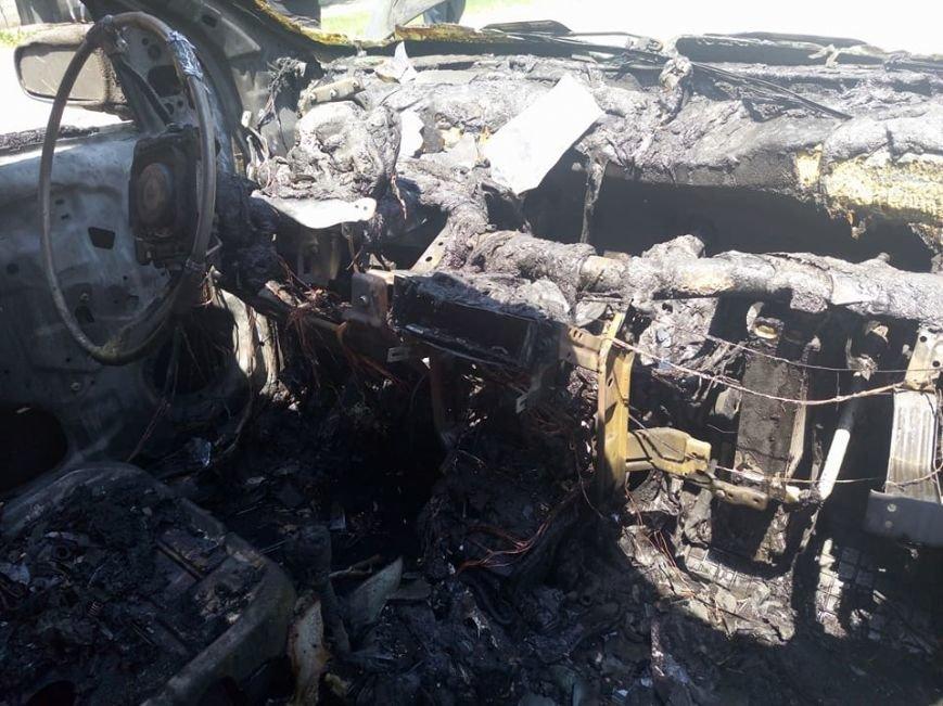 """В центре Запорожья, пока водитель была на рынке, сгорел """"Chevrolet"""", - ФОТО, фото-3"""