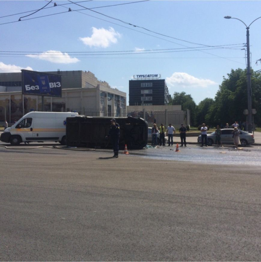 На Московском проспекте перевернулась карета скорой помощи: пострадал трехлетний ребенок (ФОТО), фото-3