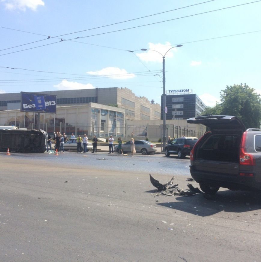 На Московском проспекте перевернулась карета скорой помощи: пострадал трехлетний ребенок (ФОТО), фото-1