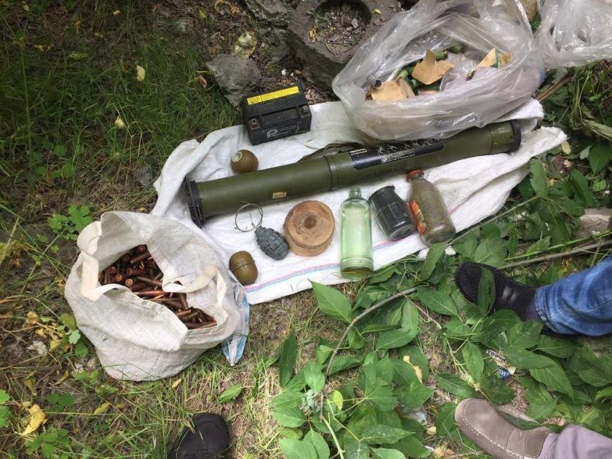 На мариупольской свалке обнаружили тайник боевиков (ФОТО), фото-1