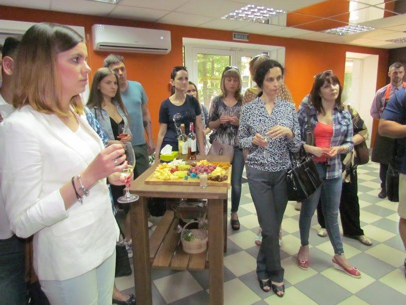 """Атмосферный магазин голландских сыров """"Сырное королевство"""" открыт для мариупольцев, фото-4"""