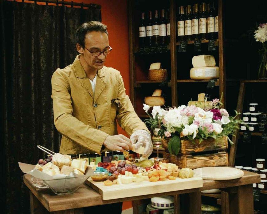 """Атмосферный магазин голландских сыров """"Сырное королевство"""" открыт для мариупольцев, фото-2"""