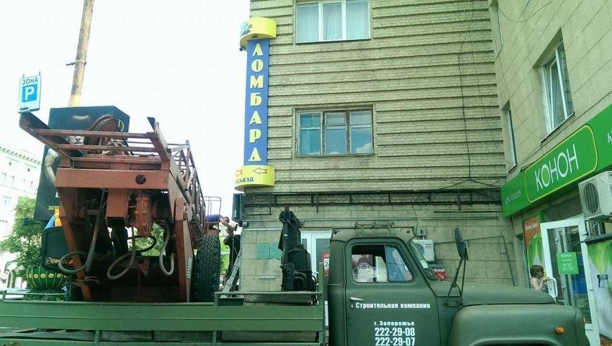 В Запорожье демонтируют рекламу с памятника архитектуры, - ФОТО, ВИДЕО, фото-1