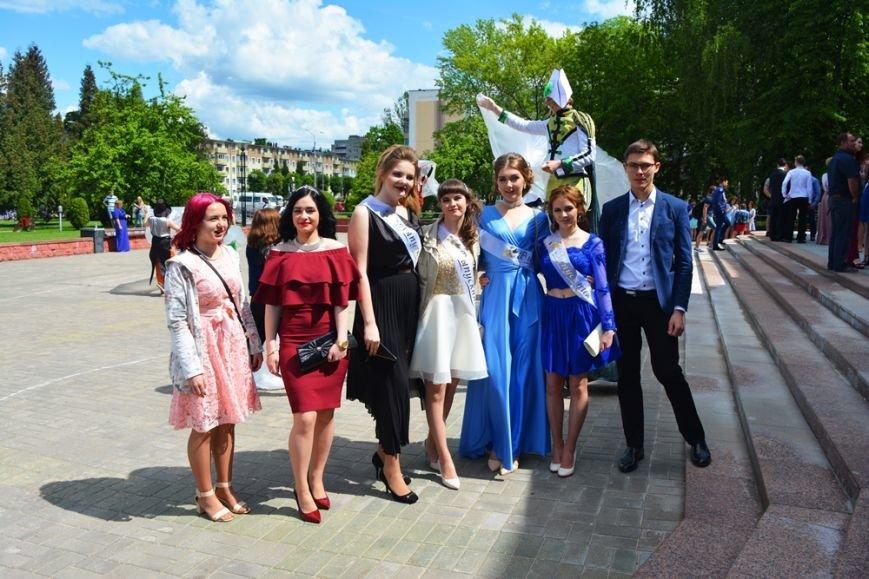 В Новополоцке проходят выпускные. ФОТОРЕПОРТАЖ, фото-15