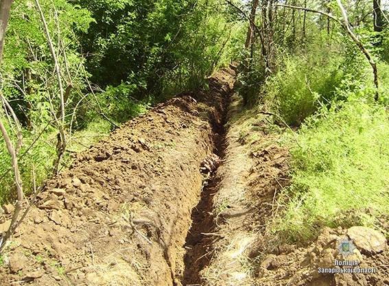 В Запорожской области выкопали из-под земли 240 метров телефонного кабеля, чтобы сдать медь на металлолом, - ФОТО, фото-4