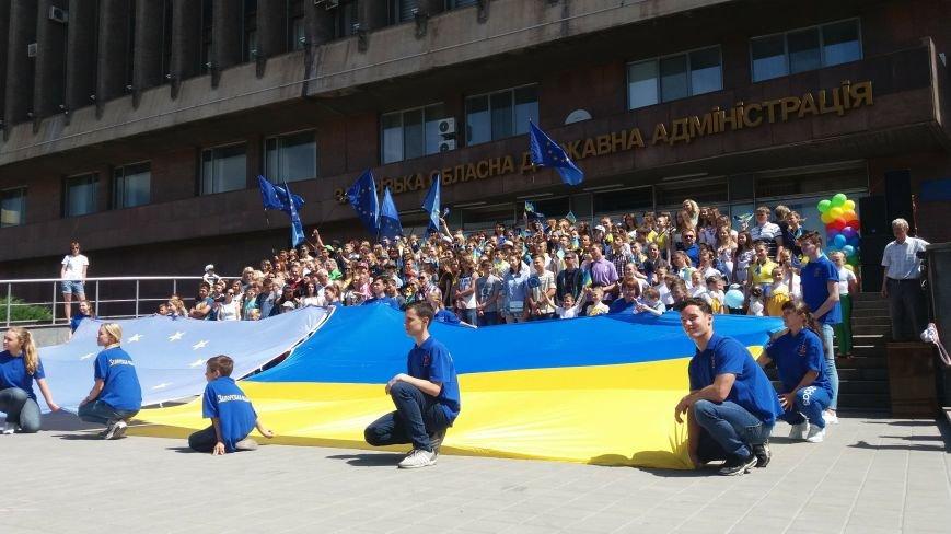 В центре Запорожья студенты и школьники встретили безвизовый режим, – ФОТОРЕПОРТАЖ, фото-11