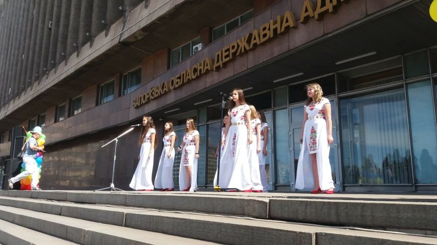 В центре Запорожья студенты и школьники встретили безвизовый режим, – ФОТОРЕПОРТАЖ, фото-8