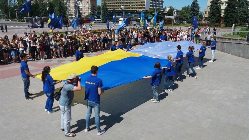 В центре Запорожья студенты и школьники встретили безвизовый режим, – ФОТОРЕПОРТАЖ, фото-9