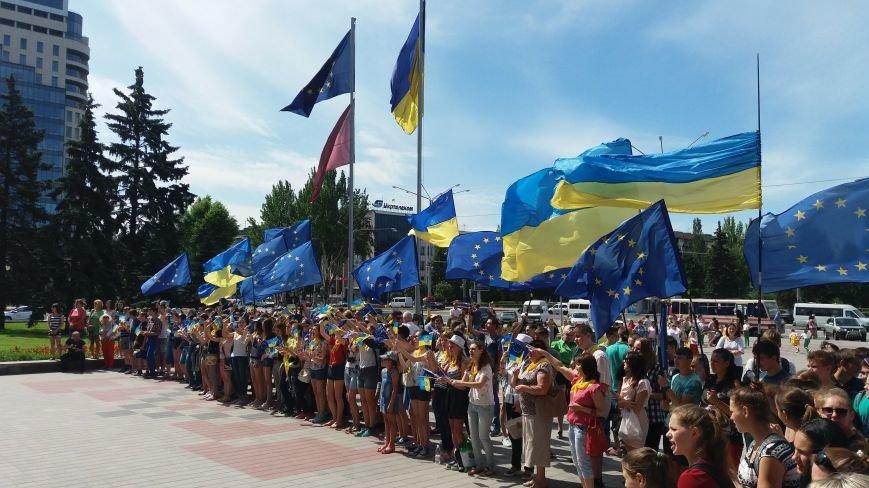 В центре Запорожья студенты и школьники встретили безвизовый режим, – ФОТОРЕПОРТАЖ, фото-2