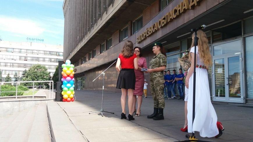 В центре Запорожья студенты и школьники встретили безвизовый режим, – ФОТОРЕПОРТАЖ, фото-3