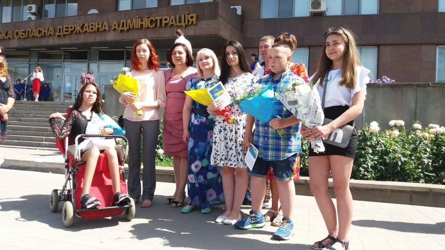 В центре Запорожья студенты и школьники встретили безвизовый режим, – ФОТОРЕПОРТАЖ, фото-7