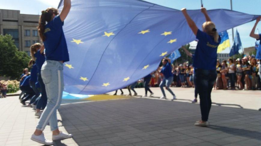 В центре Запорожья студенты и школьники встретили безвизовый режим, – ФОТОРЕПОРТАЖ, фото-10