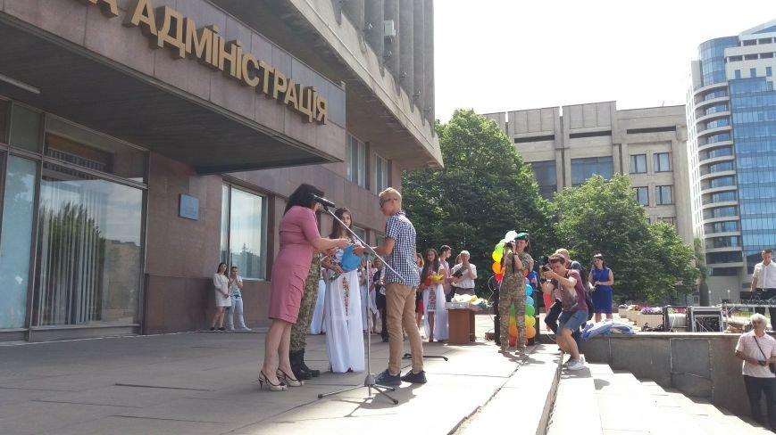 В центре Запорожья студенты и школьники встретили безвизовый режим, – ФОТОРЕПОРТАЖ, фото-4
