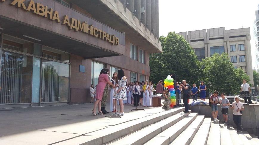 В центре Запорожья студенты и школьники встретили безвизовый режим, – ФОТОРЕПОРТАЖ, фото-5