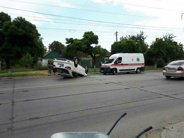 В Мариуполе на ул. Митрополитской перевернулся автомобиль, есть пострадавшие (ФОТО), фото-5