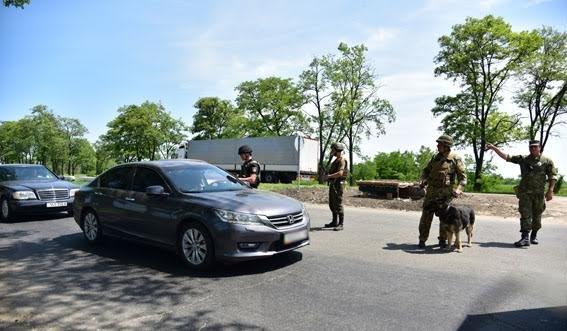 Полицейские Мариуполя увеличили пропускную способность на блок-постах, фото-4